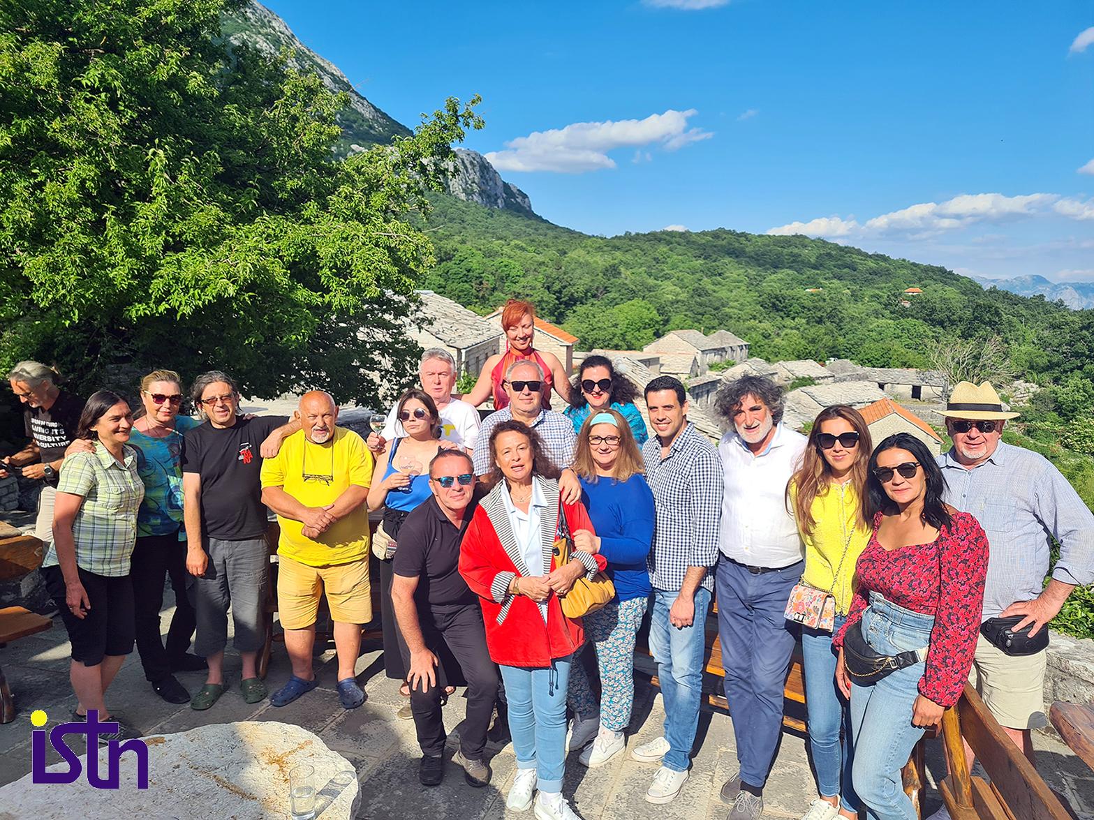 Nikola Simikic sa turistickim novinarima, Selo ZLIJEBI, Herceg Novi, ISTN