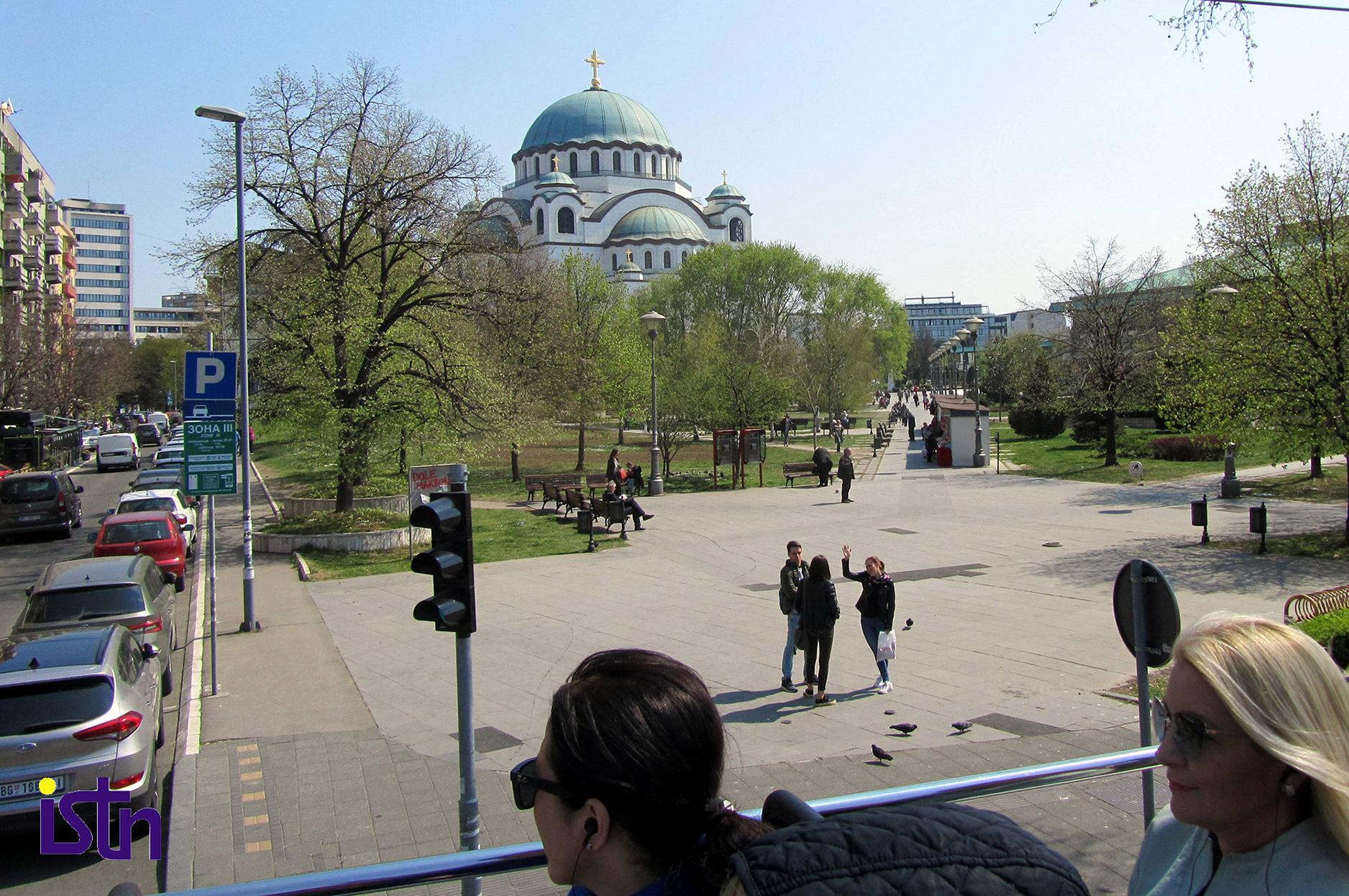 Razgledanje Hrama Svetog Save u Beogradu iz otvorenog autobusa, istn