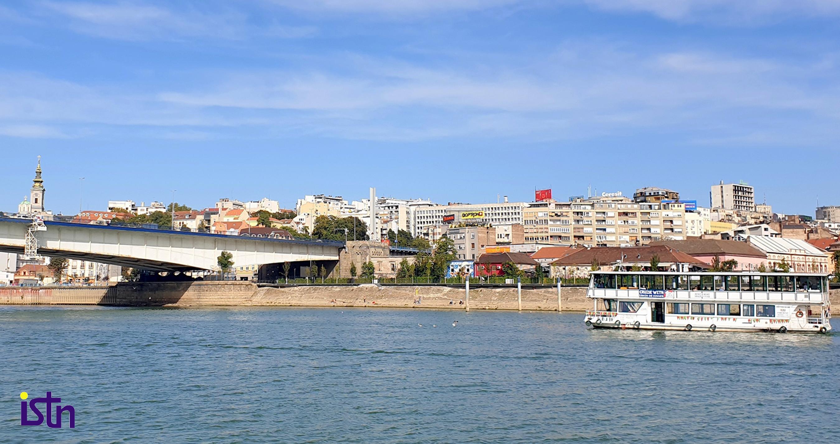 Turisti razgledaju Beograd sa vode, ISTN