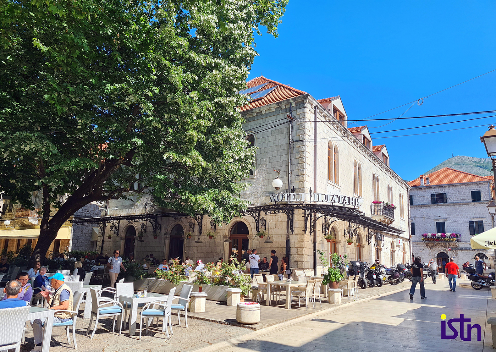 Trebinje, centar grada pod platanima, ISTN